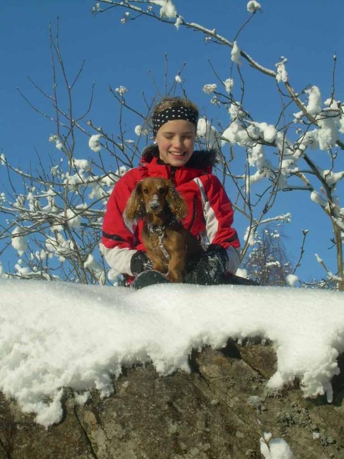 Heidi og Lima koser seg i snøen