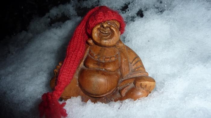 Budda med juleluen på